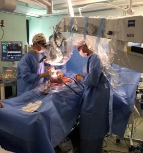 Procedimento microscópico intrauterino